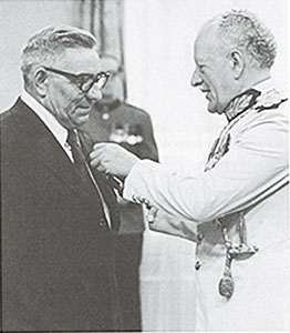 Stan Loutit receives Medal of Bravery
